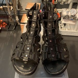 Me Too black scrappy sandals